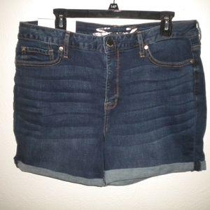 Seven7 Women Size 14 Denim Weekend Shorts NWT